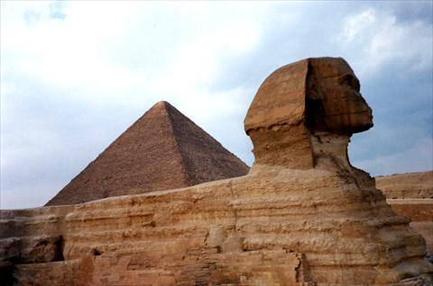 Pyramide and sphinx